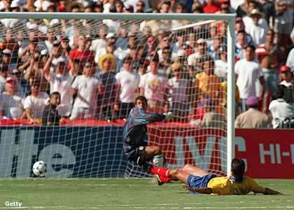 El autogol del seleccionado colombiano Andrés Escobar en el Mundial de Fútbol de 1994. Por este hecho el futbolista fue asesinado por miembros del Cartel de Medellin.