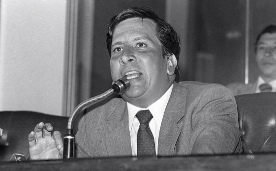 Rodrigo Lara Bonilla. Ministro de Justicia quien fue el primero en acusar públicamente a Escobar de ser narcotraficante. En abril de 1984 fue acribillado a balazos por sicarios de Escobar.